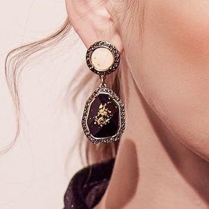 NEW 🌸 Rhinestone black and Gold Drop Earrings